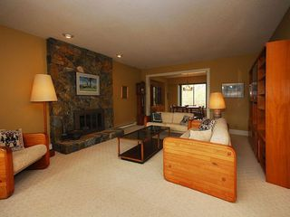 Photo 2: 4057 Tyne Crt in Victoria: Residential for sale : MLS®# 290944