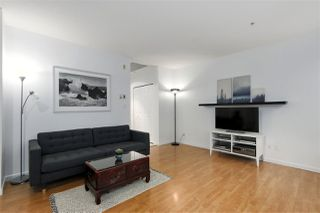 """Photo 5: 407 1177 HORNBY Street in Vancouver: Downtown VW Condo for sale in """"London Place"""" (Vancouver West)  : MLS®# R2437387"""