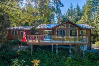 "Photo 2: 13702 CAMP BURLEY Road in Garden Bay: Pender Harbour Egmont House for sale in ""Mixal Lake"" (Sunshine Coast)  : MLS®# R2485235"