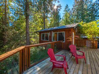 "Photo 13: 13702 CAMP BURLEY Road in Garden Bay: Pender Harbour Egmont House for sale in ""Mixal Lake"" (Sunshine Coast)  : MLS®# R2485235"