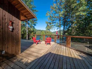 "Photo 5: 13702 CAMP BURLEY Road in Garden Bay: Pender Harbour Egmont House for sale in ""Mixal Lake"" (Sunshine Coast)  : MLS®# R2485235"