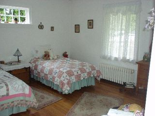 Photo 11: 1395 Inglewood Ave.  NOW SOLD !!: House for sale (Ambleside)
