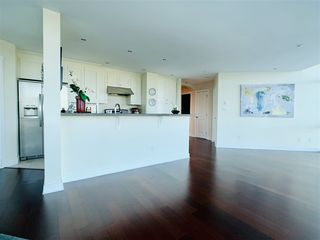 """Photo 2: 804 14824 NORTH BLUFF Road: White Rock Condo for sale in """"Belair"""" (South Surrey White Rock)  : MLS®# R2410463"""