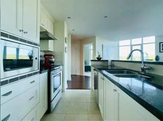 """Photo 4: 804 14824 NORTH BLUFF Road: White Rock Condo for sale in """"Belair"""" (South Surrey White Rock)  : MLS®# R2410463"""