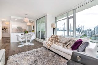 "Photo 3: 2208 161 W GEORGIA Street in Vancouver: Downtown VW Condo for sale in ""COSMO"" (Vancouver West)  : MLS®# R2461704"