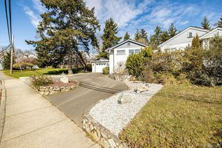 Photo 2: 3827 Cedar Hill Cross Rd in Saanich: SE Cedar Hill Half Duplex for sale (Saanich East)  : MLS®# 845103