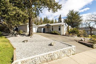 Photo 1: 3827 Cedar Hill Cross Rd in Saanich: SE Cedar Hill Half Duplex for sale (Saanich East)  : MLS®# 845103
