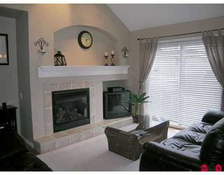 """Photo 2: 17097 64TH Ave in Surrey: Cloverdale BC Townhouse for sale in """"The Kentucky"""" (Cloverdale)  : MLS®# F2704470"""