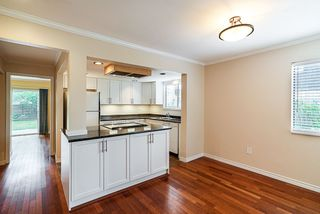 Photo 5: 15624 18 Avenue in Surrey: King George Corridor Townhouse for sale (South Surrey White Rock)  : MLS®# R2393800