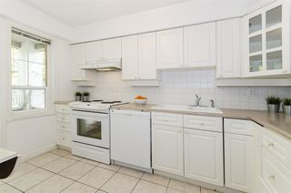 """Photo 8: 306 1010 W 42ND Avenue in Vancouver: South Granville Condo for sale in """"OAK GARDENS"""" (Vancouver West)  : MLS®# R2428648"""