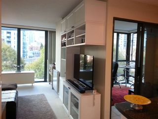 """Photo 3: 509 1331 W GEORGIA Street in Vancouver: Coal Harbour Condo for sale in """"THE POINTE"""" (Vancouver West)  : MLS®# R2431907"""
