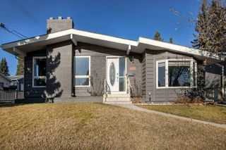 Photo 1: 5735 LADBROOKE DR SW in Calgary: Lakeview House for sale : MLS®# C4273443