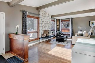 Photo 3: 5735 LADBROOKE DR SW in Calgary: Lakeview House for sale : MLS®# C4273443