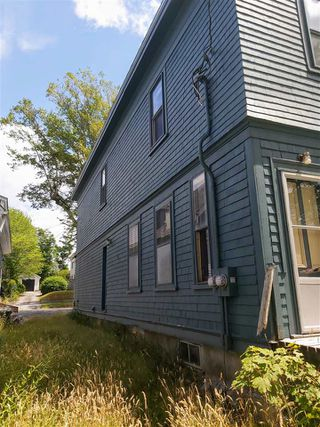 Photo 3: 127 Water Street in Shelburne: 407-Shelburne County Residential for sale (South Shore)  : MLS®# 202014293