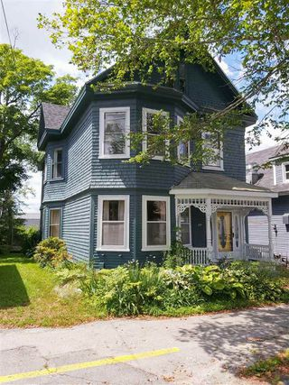 Photo 1: 127 Water Street in Shelburne: 407-Shelburne County Residential for sale (South Shore)  : MLS®# 202014293