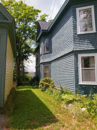 Photo 2: 127 Water Street in Shelburne: 407-Shelburne County Residential for sale (South Shore)  : MLS®# 202014293