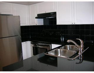 """Photo 3: 1207 488 HELMCKEN Street in Vancouver: Downtown VW Condo for sale in """"ROBINSON TOWER"""" (Vancouver West)  : MLS®# V640232"""