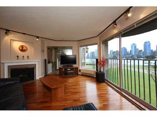 Photo 2: 313 1869 Spyglass Place in Vancouver: False Creek Condo for sale (Vancouver West)  : MLS®# V870454