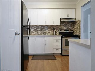 Photo 3: 31 30 CLARENDON Crescent in London: South P Residential for sale (South)  : MLS®# 219743