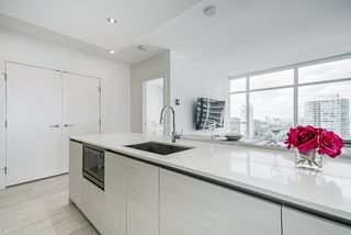 """Photo 11: 1807 6098 STATION Street in Burnaby: Metrotown Condo for sale in """"Station Square 2"""" (Burnaby South)  : MLS®# R2475417"""