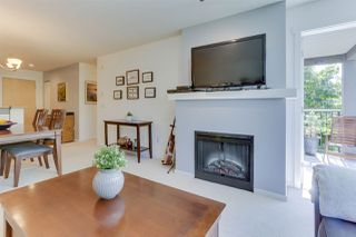 Photo 6: 208 400 KLAHANIE DRIVE in Port Moody: Port Moody Centre Condo for sale : MLS®# R2496375