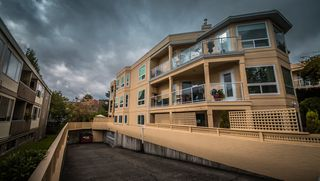 """Photo 2: 102 1255 BEST Street: White Rock Condo for sale in """"THE AMBASSADOR"""" (South Surrey White Rock)  : MLS®# R2506778"""
