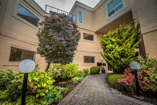 """Photo 3: 102 1255 BEST Street: White Rock Condo for sale in """"THE AMBASSADOR"""" (South Surrey White Rock)  : MLS®# R2506778"""