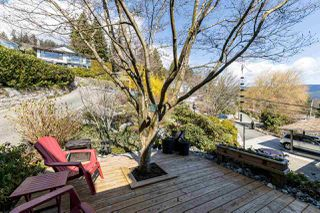 Photo 3: 1061 CHAMBERLAIN Drive in North Vancouver: Lynn Valley House for sale : MLS®# R2449836