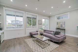 Photo 13: 15456 RUSSELL Avenue: White Rock House for sale (South Surrey White Rock)  : MLS®# R2471976