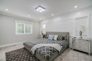 Photo 18: 15456 RUSSELL Avenue: White Rock House for sale (South Surrey White Rock)  : MLS®# R2471976