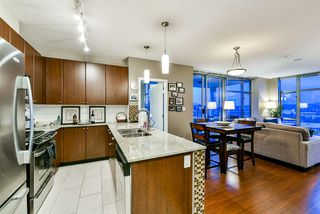 """Photo 3: 1402 280 ROSS Drive in New Westminster: Fraserview NW Condo for sale in """"The Carlyle"""" : MLS®# R2388770"""