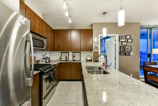 """Photo 4: 1402 280 ROSS Drive in New Westminster: Fraserview NW Condo for sale in """"The Carlyle"""" : MLS®# R2388770"""
