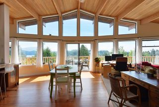 Photo 1: 477 S FLETCHER Road in Gibsons: Gibsons & Area House for sale (Sunshine Coast)  : MLS®# R2390875