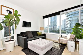 "Photo 4: 710 68 SMITHE Street in Vancouver: Downtown VW Condo for sale in ""ONE PACIFIC"" (Vancouver West)  : MLS®# R2403870"