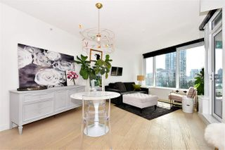 "Photo 2: 710 68 SMITHE Street in Vancouver: Downtown VW Condo for sale in ""ONE PACIFIC"" (Vancouver West)  : MLS®# R2403870"
