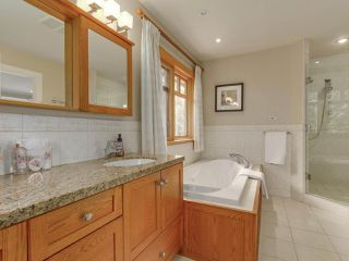 Photo 11: 990 SHERWOOD Lane in West Vancouver: Ambleside House for sale : MLS®# R2412347