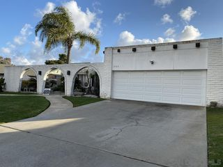 Photo 2: CARLSBAD EAST House for sale : 4 bedrooms : 2729 La Gran Via in Carlsbad