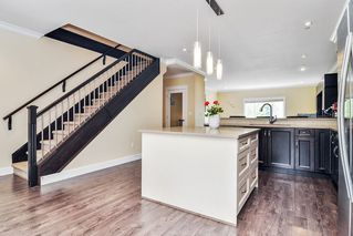 """Photo 7: #5 19938 70 Avenue in Langley: Willoughby Heights Townhouse for sale in """"Summerhill"""" : MLS®# R2467793"""