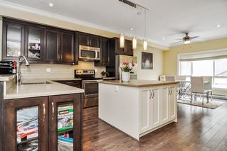 """Photo 6: #5 19938 70 Avenue in Langley: Willoughby Heights Townhouse for sale in """"Summerhill"""" : MLS®# R2467793"""