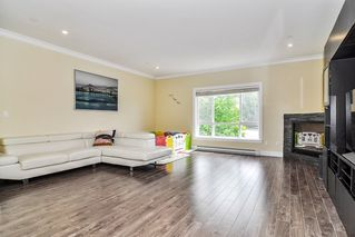 """Photo 3: #5 19938 70 Avenue in Langley: Willoughby Heights Townhouse for sale in """"Summerhill"""" : MLS®# R2467793"""