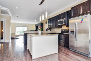 """Photo 8: #5 19938 70 Avenue in Langley: Willoughby Heights Townhouse for sale in """"Summerhill"""" : MLS®# R2467793"""