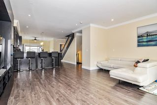 """Photo 4: #5 19938 70 Avenue in Langley: Willoughby Heights Townhouse for sale in """"Summerhill"""" : MLS®# R2467793"""