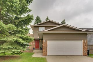 Main Photo: 71 WOODGREEN Drive SW in Calgary: Woodlands Detached for sale : MLS®# C4304909
