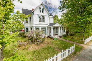Photo 2: 20 Acadia Street in Wolfville: 404-Kings County Residential for sale (Annapolis Valley)  : MLS®# 202011552