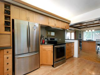 Photo 8: 303 Milburn Dr in : Co Lagoon House for sale (Colwood)  : MLS®# 854972