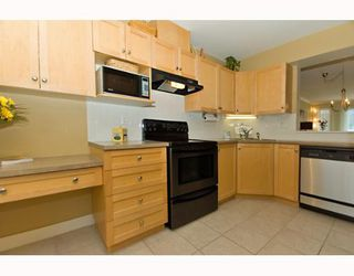 """Photo 2: 16 1203 MADISON Avenue in Burnaby: Willingdon Heights Townhouse for sale in """"MADISON GARDENS"""" (Burnaby North)  : MLS®# V647413"""