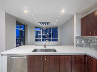 """Main Photo: 1204 120 W 16 Street in North Vancouver: Central Lonsdale Condo for sale in """"Symphony"""" : MLS®# R2433985"""