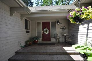 Photo 2: 900 Woodhall Dr in Saanich: SE High Quadra Single Family Detached for sale (Saanich East)  : MLS®# 840307