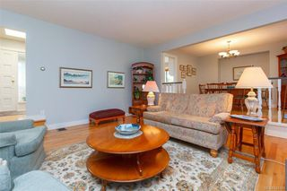 Photo 5: 900 Woodhall Dr in Saanich: SE High Quadra Single Family Detached for sale (Saanich East)  : MLS®# 840307