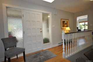 Photo 4: 900 Woodhall Dr in Saanich: SE High Quadra Single Family Detached for sale (Saanich East)  : MLS®# 840307